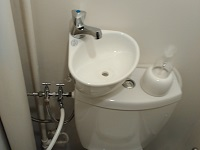 WiCi Mini, small hand wash basin for toilets with bidet shower sprayer - Mr et Ms L (France - 60) - 3 of 3